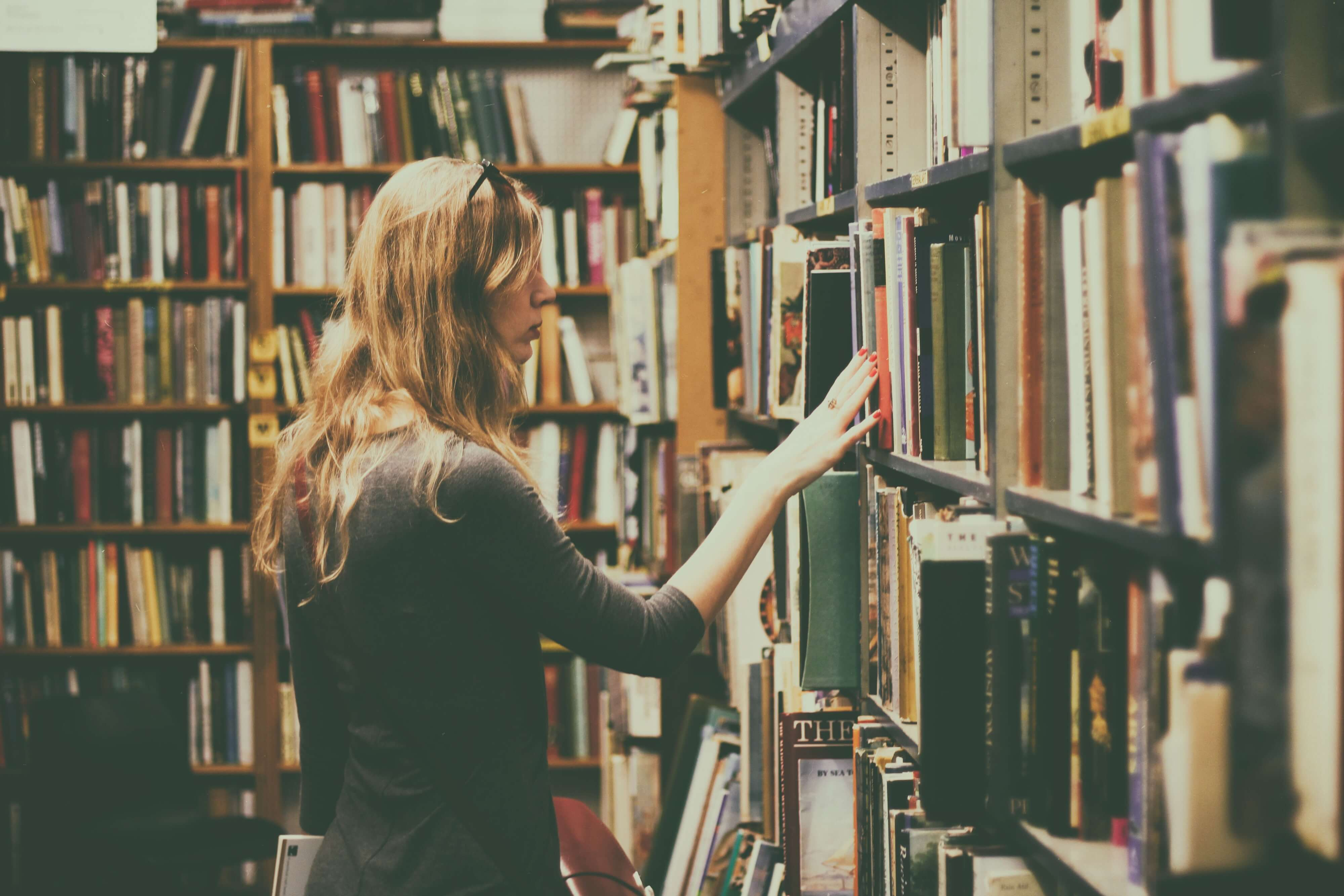 book shelves bookcase books 926680 1