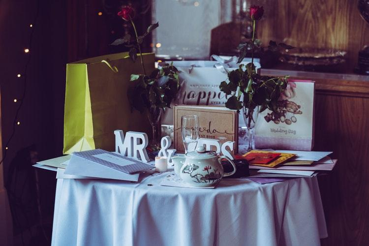 Budget-Friendly Wedding Gift Ideas for Bride and Groom