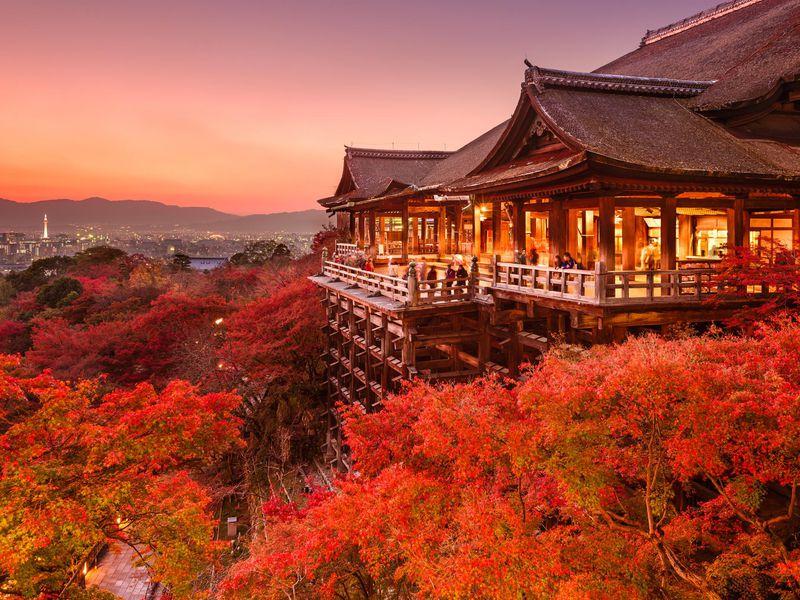4 Must-Visit Fall Destinations Around the World