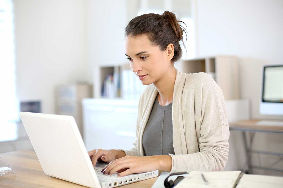 woman writing an email 1
