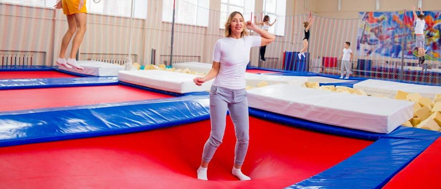 Trampoline jumping in a trampoline hall: Basically possible for all ages