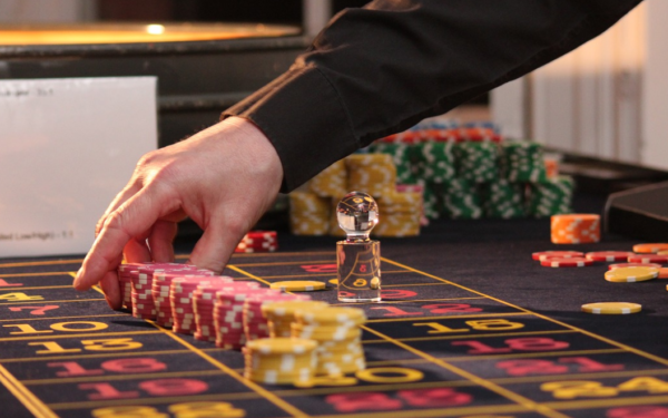 What Tactics Do Online Casinos Use to Attract New Players?
