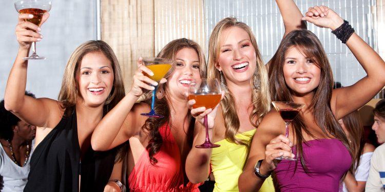 7 Tips To Throw Memorable Weekend Parties