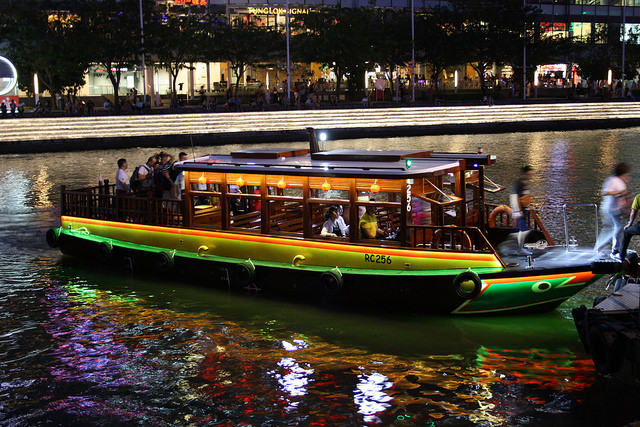 Singapore boat tour is a must try activities for couple visiting singapore