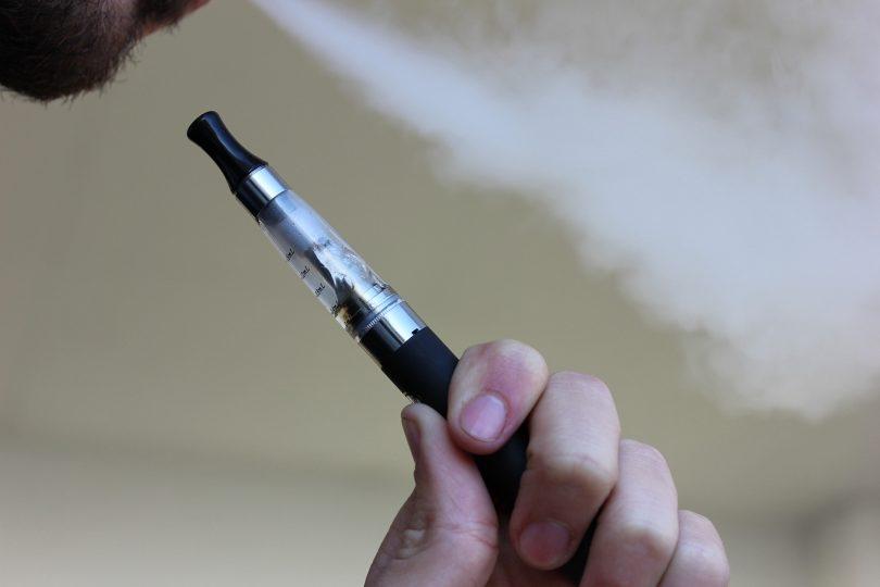 e cigarette 1301664 1920