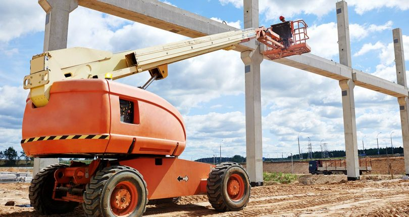telescopic boomlift with worker