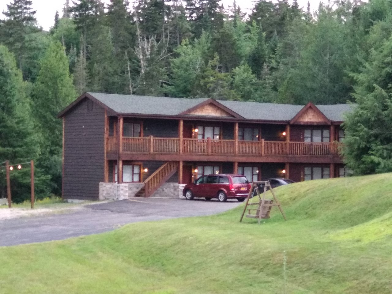 Hydrotherapy in the Woods: Relaxing and Therapeutic Vacation in Lake Placid Cabins