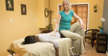 HOW TO GIVE A BACK MASSAGE AT HOME?