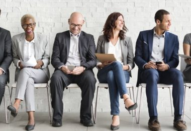 What are the advantages and disadvantages of hiring an interim manager?